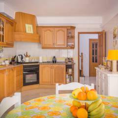 Cozinha: Cozinhas  por Pedro Brás - Fotógrafo de Interiores e Arquitectura   Hotelaria   Alojamento Local   Imobiliárias