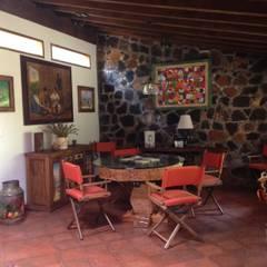 Cabaña Rustica: Comedores de estilo rústico por MVarquitectos