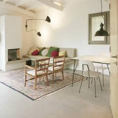 woonkamer: mediterrane Woonkamer door Studio Groen+Schild