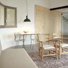 woonkamer vakantiewoning:  Woonkamer door Studio Groen+Schild