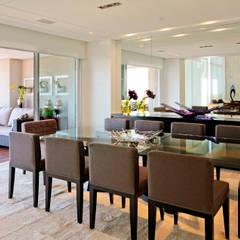 Salle à manger de style  par Alice Martins Flávio Butti, Moderne