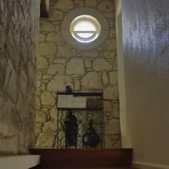 İBRAHİM TOPAL YAPI & MİMARLIK – REISDERE EVİ / RESTORASYON PROJESİ:  tarz Koridor ve Hol