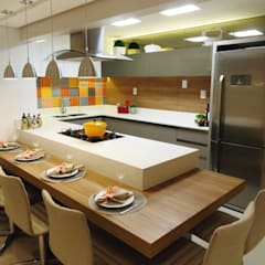 modern Kitchen by Marina Turnes Arquitetura & Interiores
