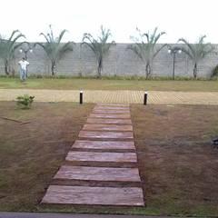 Garden by Borges Arquitetura & Paisagismo, Tropical