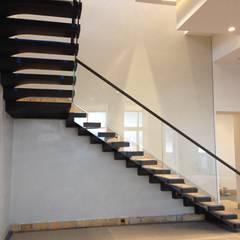 Escaleras: Pasillos y vestíbulos de estilo  de Siller Escaleras,