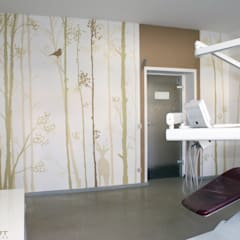 Hospitales de estilo  por  Wandgestaltung Graffiti Airbrush von Appolloart