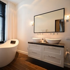 eclectic Bathroom by Ecker Keukens en Interieur