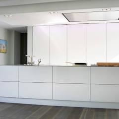 Villa Waalwijk:  Keuken door Ecker Keukens en Interieur