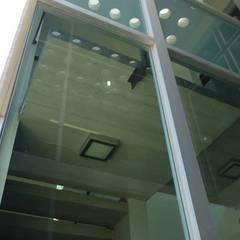 Oficinas Bredero Shaw: Paredes de estilo  por Diez y Nueve Grados Arquitectos