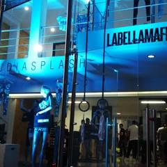 LABELLA MAFIA: Centros comerciales de estilo  por ION arquitectura SAS