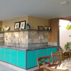 بلكونة أو شرفة تنفيذ Tânia Póvoa Arquitetura e Decoração
