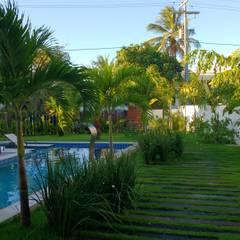 Vườn theo Tânia Póvoa Arquitetura e Decoração, Nhiệt đới Gỗ Wood effect