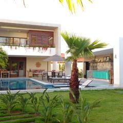 Albercas de jardín de estilo  por Tânia Póvoa Arquitetura e Decoração