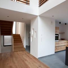 Wohnbereich:  Flur & Diele von SIGRUN GERST ARCHITEKTUR