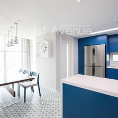 감각적인 패턴과 이국적인 감성으로 꾸며진 하남 탑층 아파트 인테리어 : 퍼스트애비뉴의  주방,