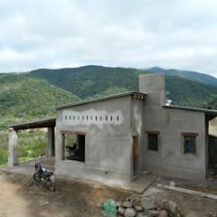 "ARQUITECTURA BIOCLIMATICA ""ECO CIMBRA"" 3: Casas de estilo  por FERRER||AGUIRRE ARQUITECTURA+DISEÑO+MUEBLES,Rural"