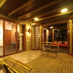 Mr. Harsh Patel Residance:  Terrace by U design studio
