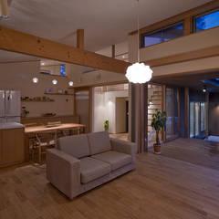 奈良町の家: ATELIER Nが手掛けたリビングです。