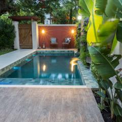 Pool by Gisele Ribeiro Arquitetura, Tropical Stone