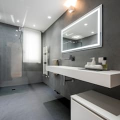 Casa E: Bagno in stile  di Laboratorio di Progettazione Claudio Criscione Design