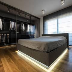 Casa E: Camera da letto in stile  di Laboratorio di Progettazione Claudio Criscione Design
