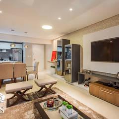 Projeto de interiores de um apartamento moderno: Salas de estar  por Casa de Três