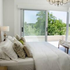 Moderna integridad: Dormitorios de estilo  por Parrado Arquitectura