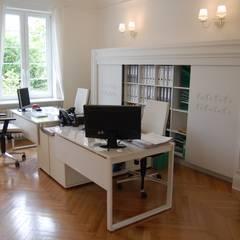Traugutta 80: styl , w kategorii Domowe biuro i gabinet zaprojektowany przez woźny.com