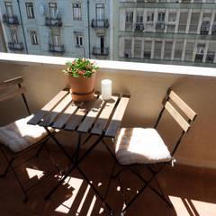 Apartamento Anos 50 | Depois: Terraços  por MUDA Home Design