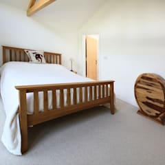 Skyber Barn:  Bedroom by Innes Architects
