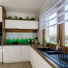 ARIEL - WYGODNY I FUNKCJONALNY DOM PARTEROWY: styl , w kategorii Kuchnia zaprojektowany przez Biuro Projektów MTM Styl - domywstylu.pl