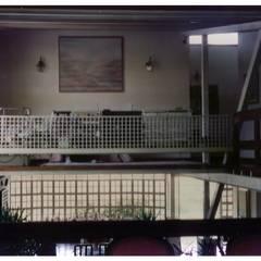 Vista del Estar desde la Sala: Salas / recibidores de estilo  por R+P
