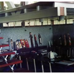 Sala de estudio: Oficinas de estilo  por R+P