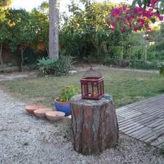 Cottage Garden: Jardins  por Maria Mayer | Interior & Landscape Design,Campestre