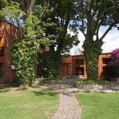 VIVIENDA SANDQUIST: Casas de estilo  por GRUPO CATA, Ecléctico Madera Acabado en madera