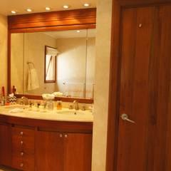 VIVIENDA SANDQUIST: Baños de estilo  por GRUPO CATA, Ecléctico Madera Acabado en madera