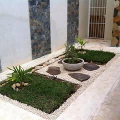 Jardines de estilo  por Constructora Asvial S.A de C.V.