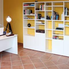Studio : Studio in stile in stile Moderno di OGARREDO