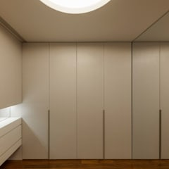 Apartamento na Foz do Douro: Closets  por ABPROJECTOS