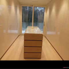 Ruang Ganti oleh Wagner Möbel Manufaktur, Modern