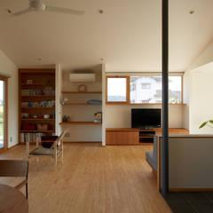 ダイチノイエ: toki Architect design officeが手掛けたリビングです。