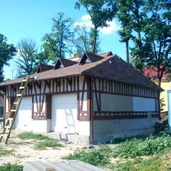 Дом с бревнами: Гаражи в . Автор – Ал
