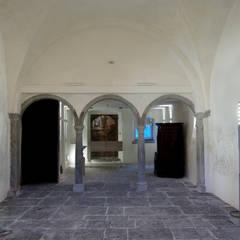 Museos de estilo  por masetto snc