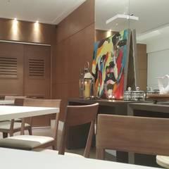 Projeto de Arquitetura e Design de Interiores para Salão de Festas e Eventos na Barra da Tijuca, Rio de Janeiro.: Centros de congressos  por Lucio Nocito Arquitetura e Design de Interiores