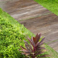 Plaza Yapı Malzemeleri – Bahçe Seramik: eklektik tarz tarz Bahçe