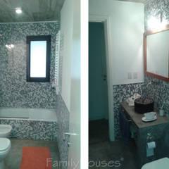 LA CASA DEL BOSQUE: Baños de estilo  por Family Houses