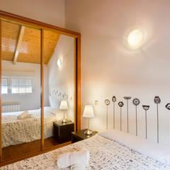 Quarto   Roupeiro: Hotéis  por Pedro Brás - Fotografia de Interiores e Arquitectura   Hotelaria   Imobiliárias   Comercial