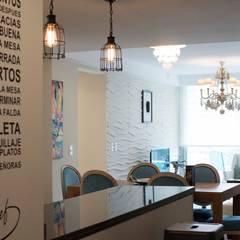 Diseño y Equipamiento TORRE ESMERALDA - Punta del Este: Pasillos y recibidores de estilo  por Diseñadora Lucia Casanova