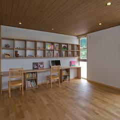 Dormitorios infantiles de estilo  por ATELIER N
