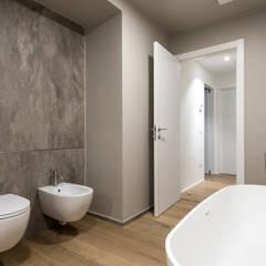 PASSIVE HOUSE: Bagno in stile  di Tommaso Giunchi Architect